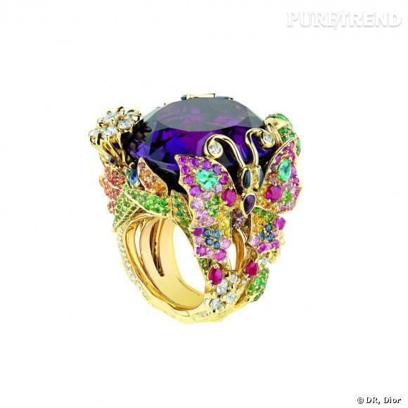 """Bague """"Les Incroyables et Merveilleuses Papillon de Paradis"""", en or jaune, diamants, améthyste, émeraudes, grenats tsavorites, rubis, saphirs, saphirs jaunes, saphirs oranges, saphirs roses et tourmalines Paraïba. Dior Joaillerie"""