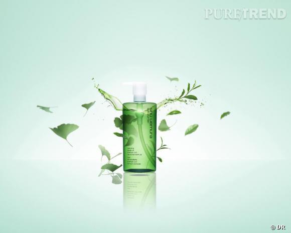 L'huile Démaquillante Shu Uemura Premium A/O formule avancée à base d'extrait de thé vert et de feuille de ginkgo.