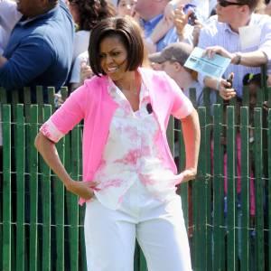 Même la première Dame des Etats-Unis adopte le pantalon blanc sans complexe. Contournant l'écueil de l'effet grossissant elle opte pour un modèle droit.