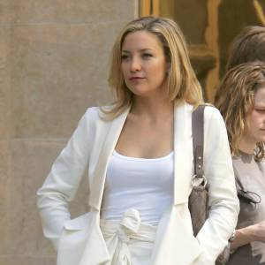Pour son film Something Borrowed, Kate Hudson récidive le total look. En choisissant deux tons différents, elle s'offre un délicieux look chic et girly.
