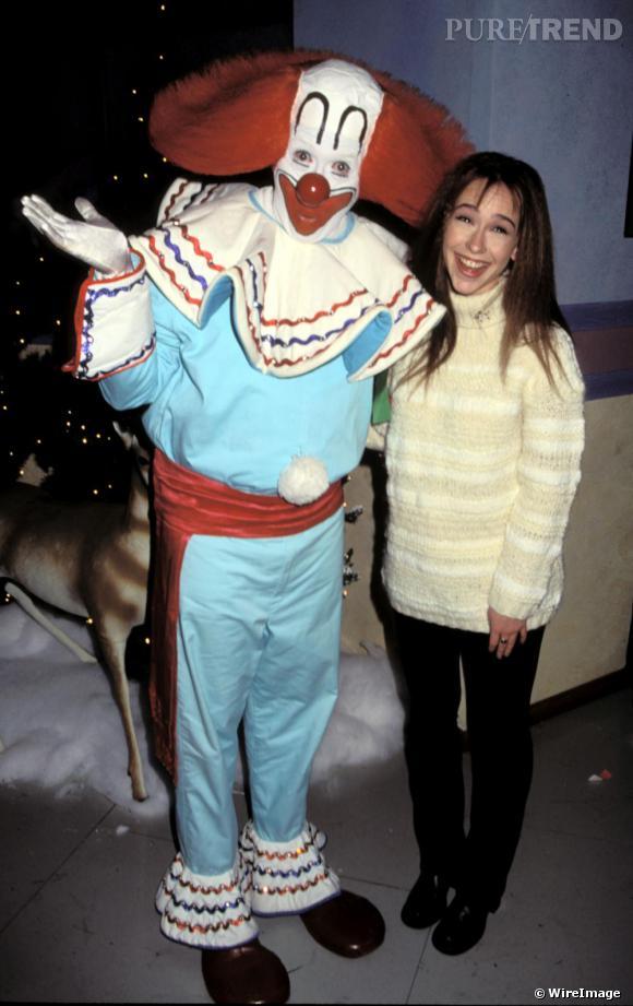 En 1995, Jennifer Love Hewitt a tout juste 16 ans et un look à faire peur avec un gros pull de laine au col roulé.