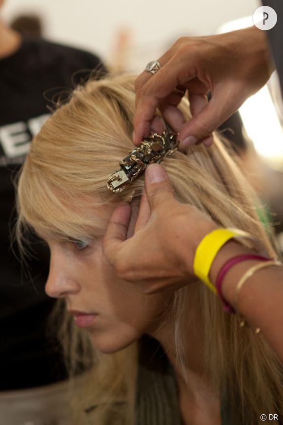 Dans les backstages beauté du défilé Rodarte Le top Anja Rubik en mode virgin suicide...