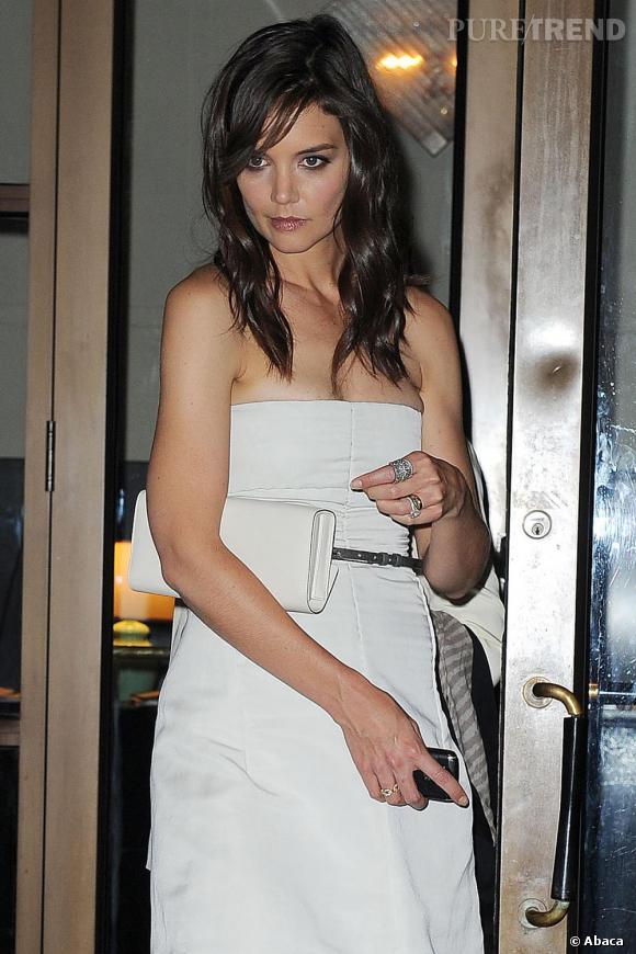 Katie en robe bustier, prête pour la nuit new-yorkaise.