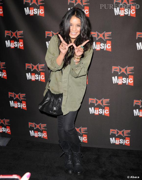 """Vanessa Hudgens au concert de Weezer pour le Axe Music's """"One Night Only""""."""
