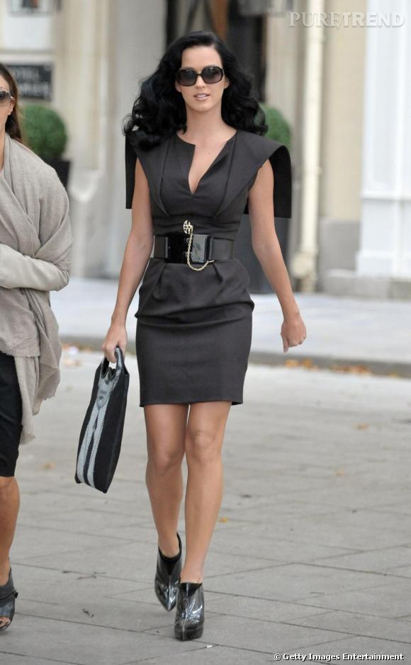 Le Top look de rue  : Ici en total look working girl, Katy Perry est magnifique et très sensuelle.