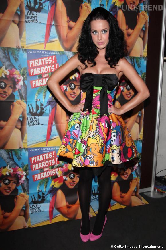 Le Top Red Carpet  : Ici en robe Castelbajac de la collection Muppets Katy est parfaite. Robe fun et magnifique et petits talons assortis... Un sans-faute !