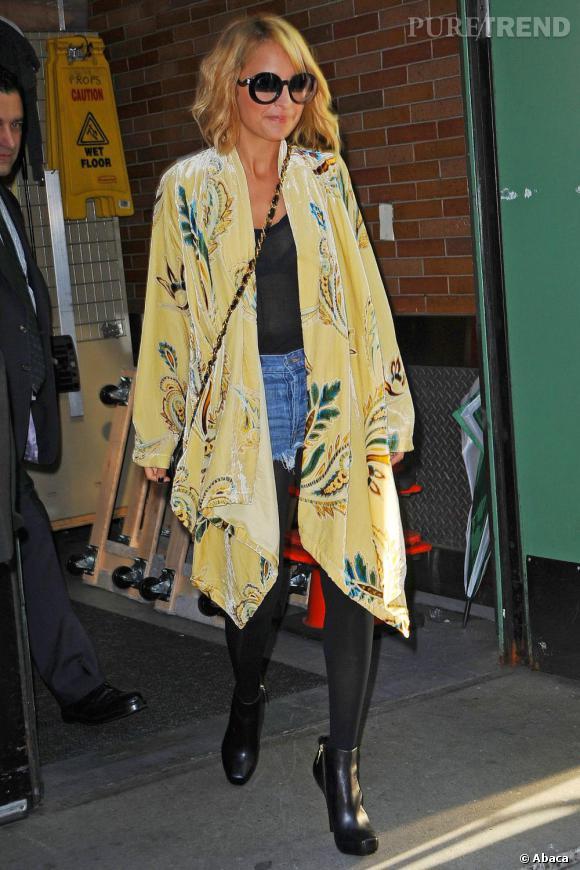 Nicole Richi habillée de la tête aux pieds avec des vêtements de sa marque... Sublime !