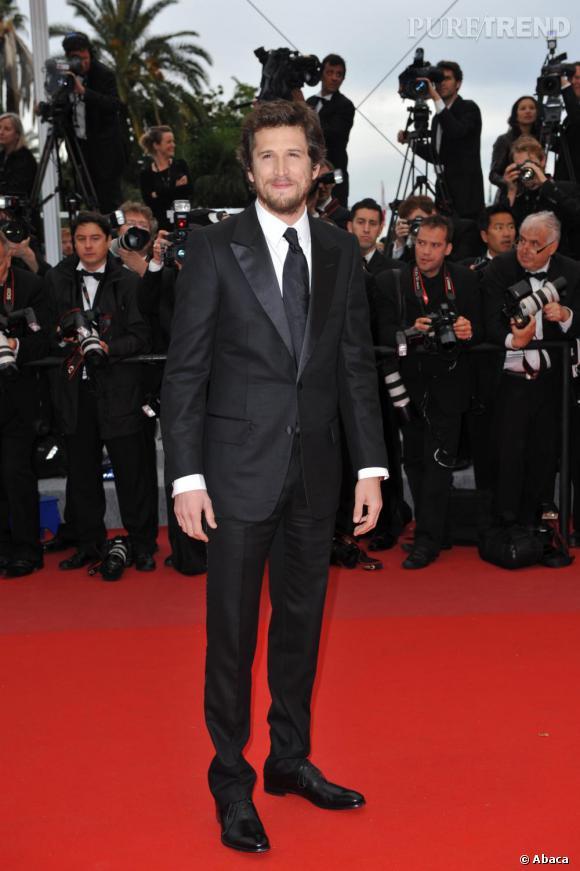 Guillaume Canet porte la quadruple casquette d'acteur, scénariste, réalisateur et producteur et en plus il porte le costume cravate à merveille.