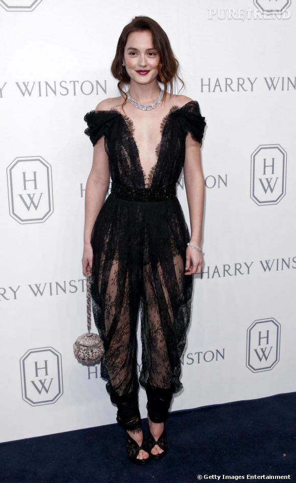 Quasi avant-gardiste ce jour-là, Leighton n'a pas froid au yeux délicatement vêtue d'une combinaison transparente Marchesa Printemps 2011.