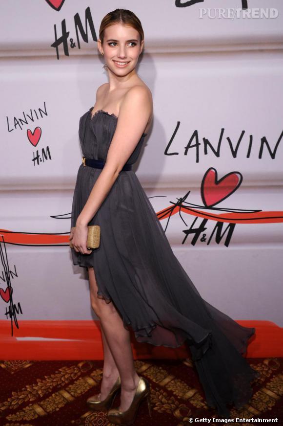Emma Roberts, sublime dans une robe en mousseline au défilé Lanvin pour H&M à New York.