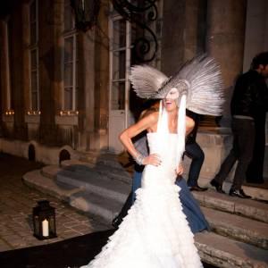Anna Dello Russo, créature couture aux airs d'oiseau de nuit.