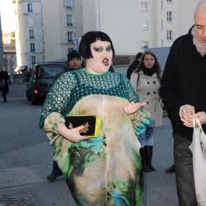 Beth Ditto ne fait pas dans la demi-mesure et associe son make-up à sa robe, un vrai travail d'artiste.