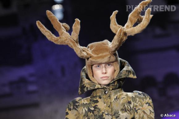 Jean Charles de Castelbajac pour son défilé Fall Winter 2010 a dompté l'univers de Bambi... Jusqu'au chapeau !