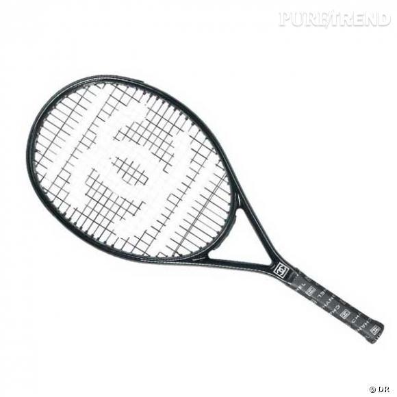 Raquette de Tennis Chanel       La bourgeoise eighties joue volontiers les belles de match, mais avec une raquette griffée de préférence.    Prix : 350€