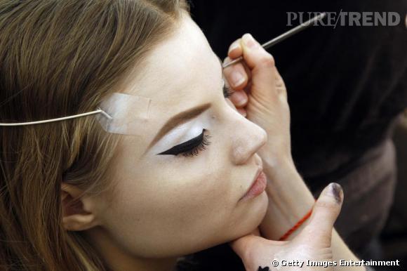 En backstage du défilé Couture Christian Dior.