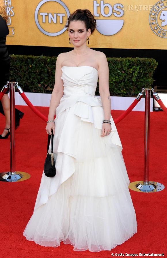 Pour marquer les esprits, l'actrice mise sur une robe de mariée Alberta Ferretti printemps-été 2011.