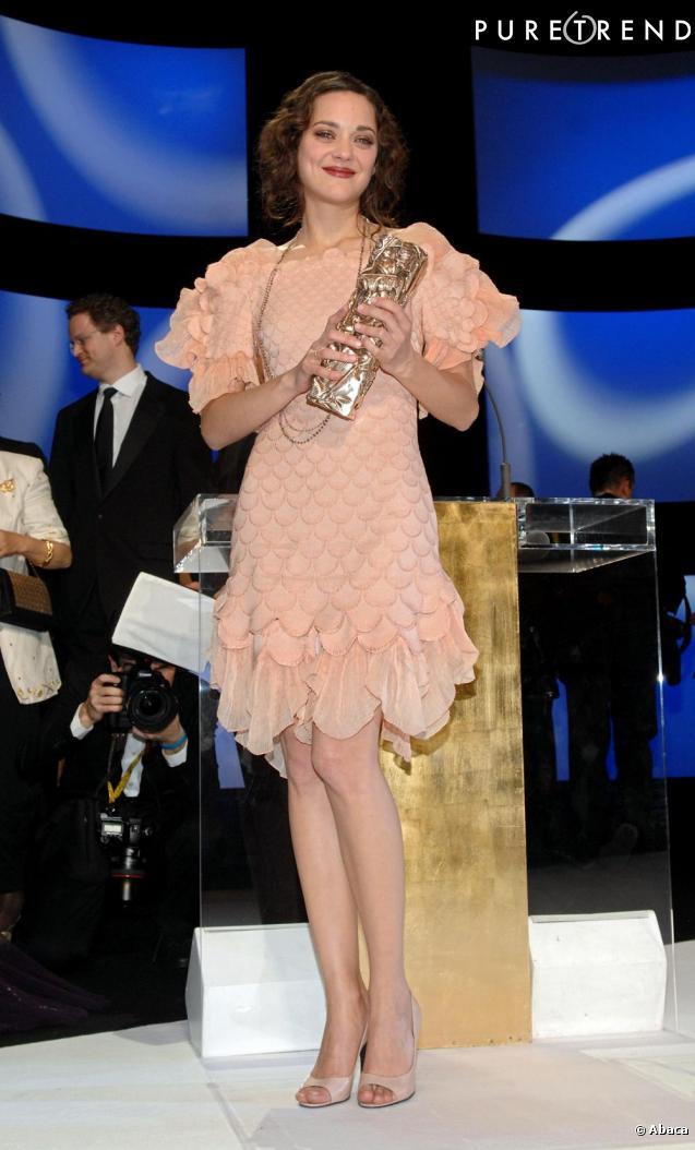 2008 allure r tro pour marion cotillard qui remporte le c sar de la meilleure actrice pour la. Black Bedroom Furniture Sets. Home Design Ideas