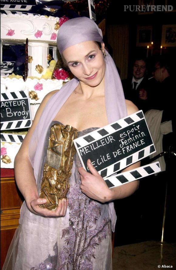 2003    Cécile de France plutôt fière de son César.