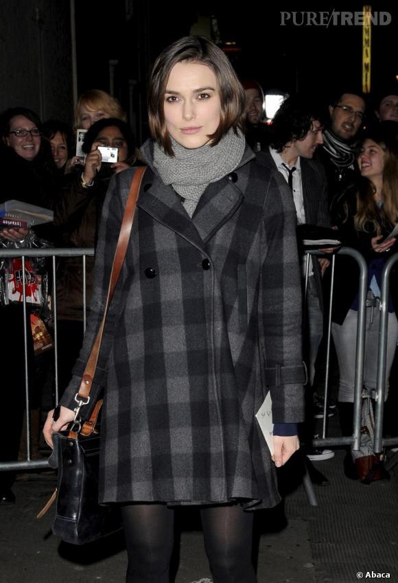 Keira Knightley devant le Comedy Theatre, à Londres.