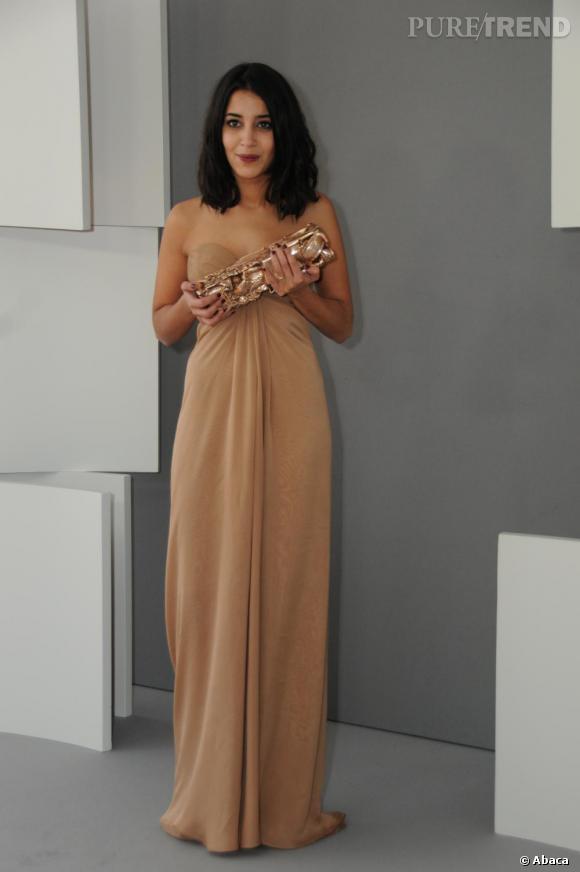 Leila Bekhti, nouvel espoir du cinéma français, fait son entrée en Yves Saint Laurent.