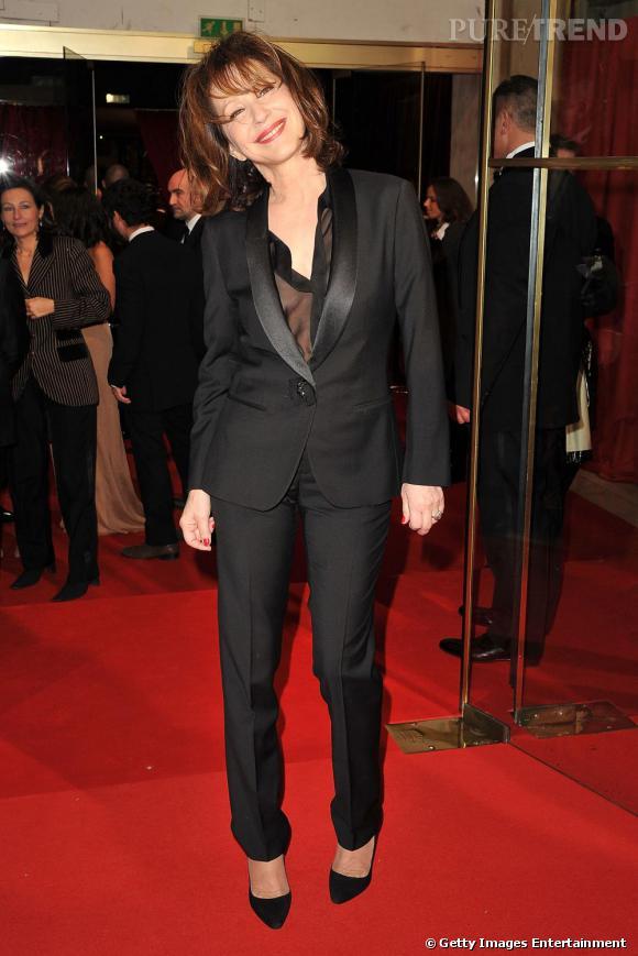 Nathalie Baye, élégante et chic.