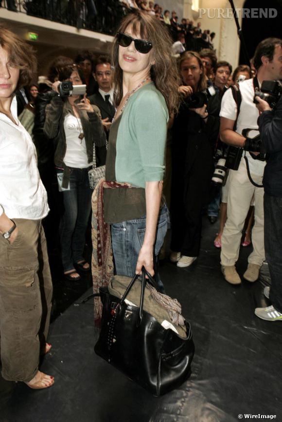 Le mythe du Birkin est né de la rencontre de Jean-Louis Dumas et de Jane Birkin dans un avion, la jeune femme se plaignant de la difficulté de trouver un sac de voyage pratique. En 1984, il dessine le Birkin Bag en son honneur.