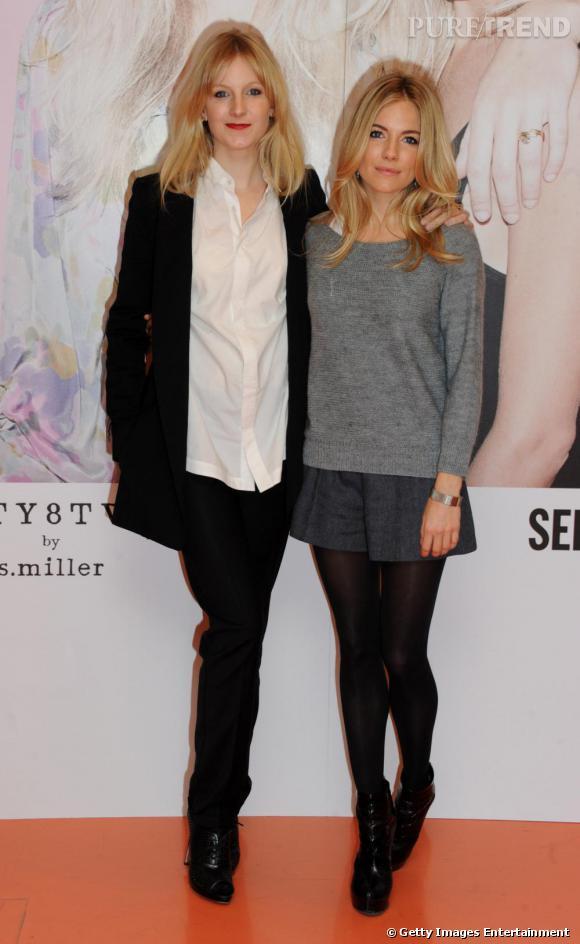 Pour le lancement de la collection printemps-été 2011 de Twenty8Twelve, Sienna Miller (à droite) s'habille logiquement avec des pièces de la maison. Short large et pull cocooning, elle apporte une note de féminité avec des boots Versace.