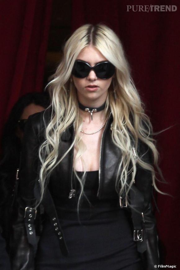 Taylor Momsen dans les rues de Paris.