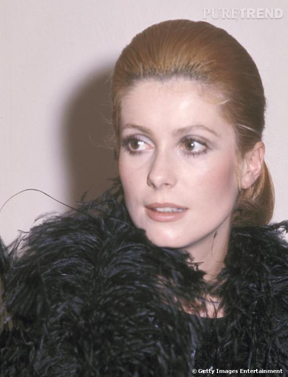 Infidélité au mythique blond Deneuve, l'actrice tente quelques variations avec un blond roux.
