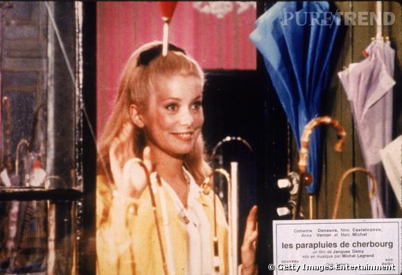 Pony tail et blondeur sophistiquée dans  Les Parapluies de Cherbourg.