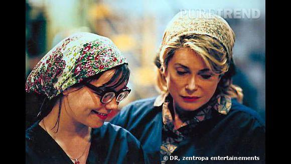 Fichu sur la tête et pas de maquillage pour l'actrice qui ne perd rien de son charme.