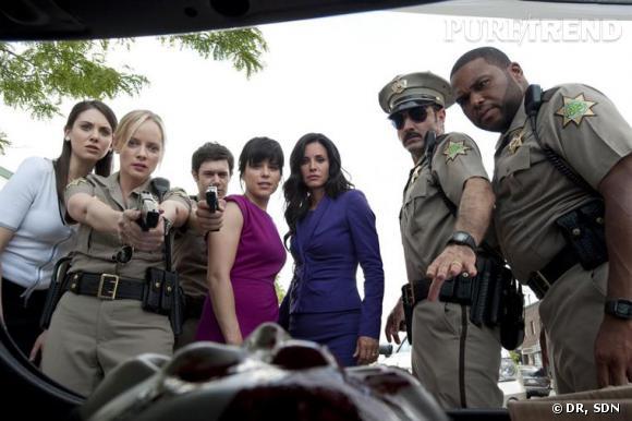 Gale Weathers-Riley et Sidney Prescott reviennent à Woodsboro pile pour les 15 ans du massacre. Chercheraient-elle la petite bête ?