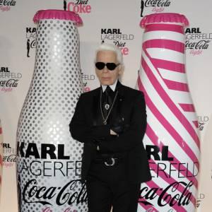 Aujourd'hui Karl a fière allure, merci le diet coke ? Et la vie en rose