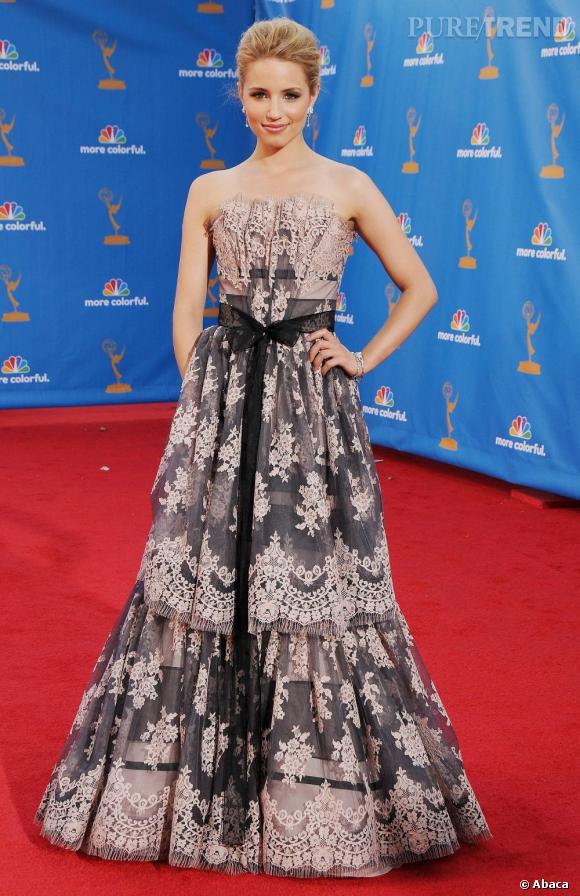 L'actrice resplendit dans une robe de princesse Carolina Herrera.
