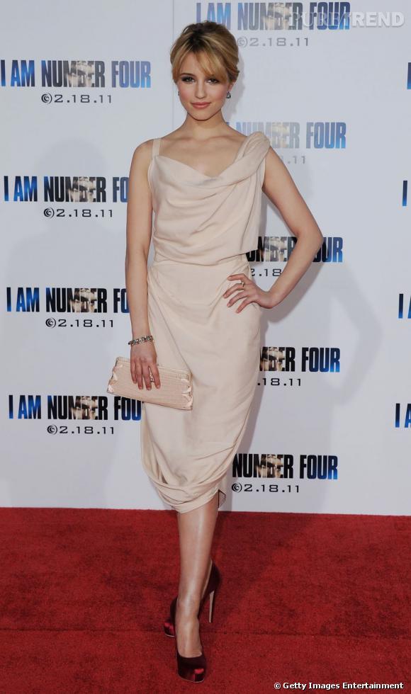 Dianna dompte la facture audacieuse d'une robe Vivienne Westwood.