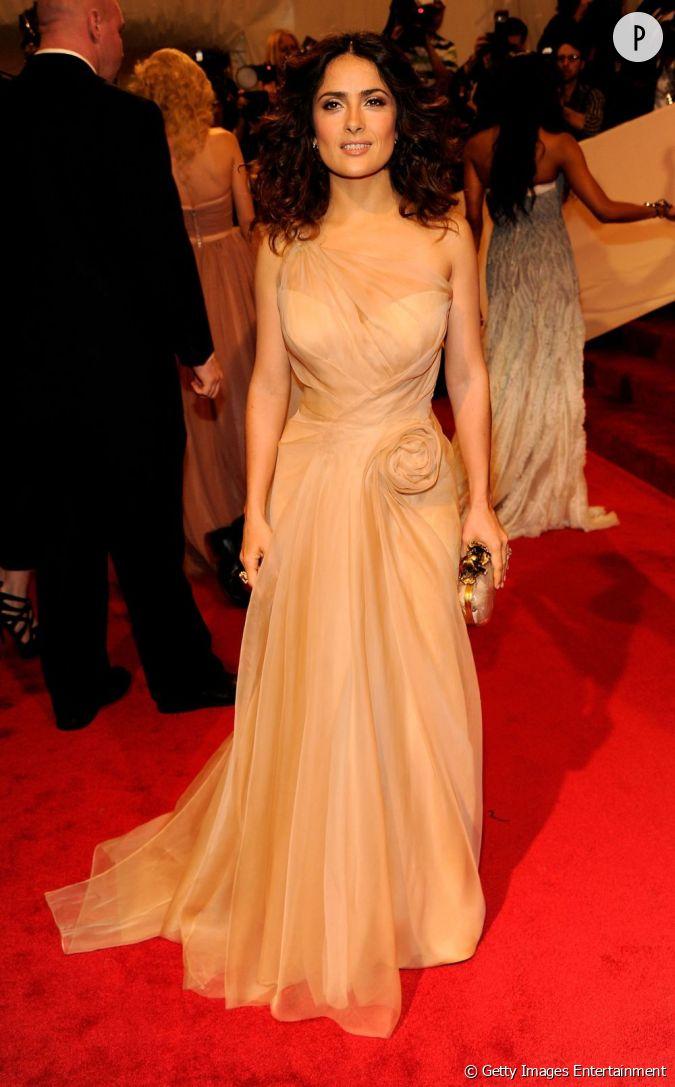 L 39 actrice porte une robe alexander mcqueen des plus for Alexander mcqueen robe de mariage