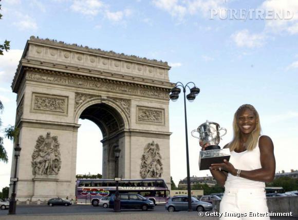 En 2002, Serena Williams arrache la victoire à sa soeur Venus. Avec elle commence l'air des tenues plus que minis et surtout très flashy.