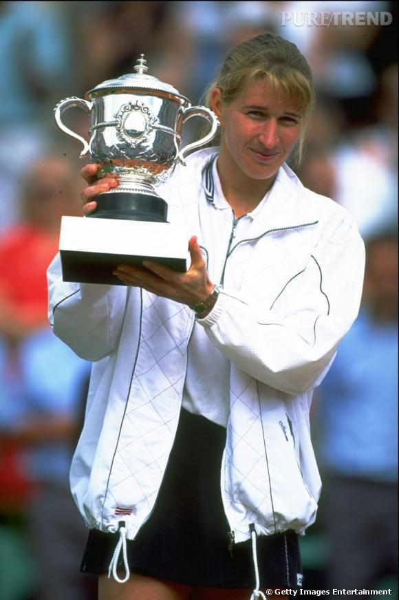 En 1996, Steffi Graf faite sa 5ème victoire à Roland Garros après un match contre Aranxta Sanchez qui dura 3h04. Un record.