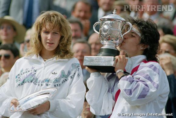 A 17 ans, Arantxa Sanchez arrache la victoire à Steffi Graf. Fin des années 80, la coupe mulet fait des ravages.
