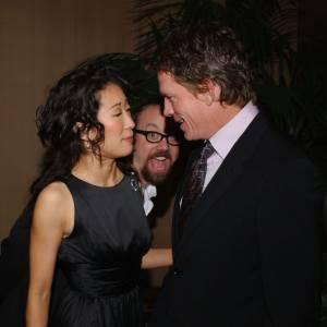 Sandra Oh parle avec Thomas Haden... Cherchez l'erreur dans la photo...