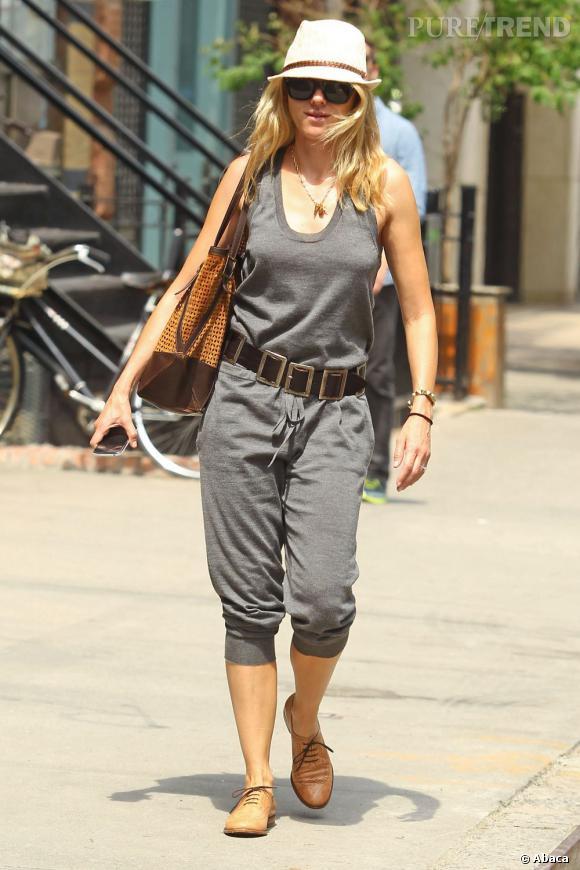 Naomi Watts, en look total confort dans les rues de New York.