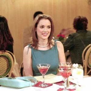 Au cours de la saison 7, Winona Ryder interprète une amie de fac de Rachel secrètement amoureuse d'elle depuis l'époque de leur premier baiser au cours d'une soirée très arrosée.