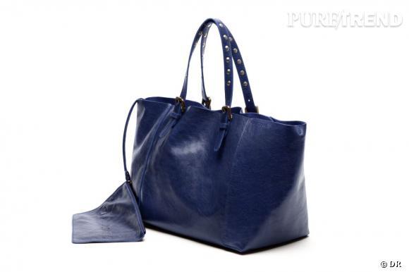 """Le petit nouveau de Gérard Darel : le """"Simple Bag"""" !    Version marine, 250 € du 23 au 30 juin, à shopper sur  www.gerarddarel.com"""