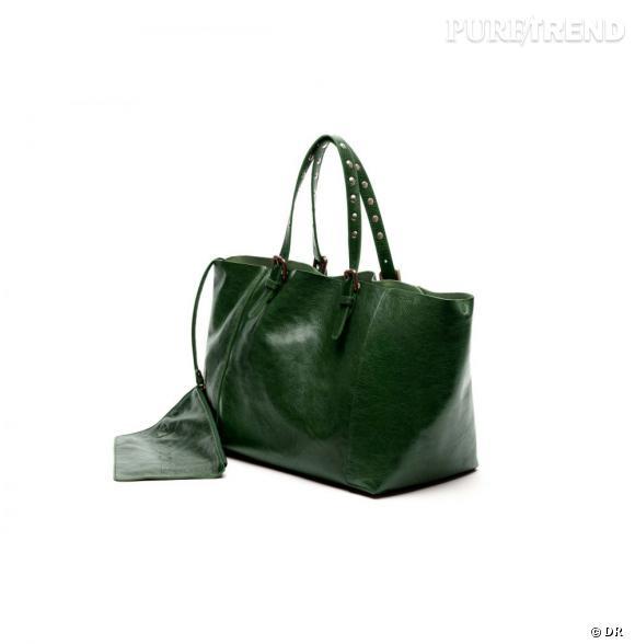 """Le petit nouveau de Gérard Darel : le """"Simple Bag"""" !     Version vert foncé, 250 € du 23 au 30 juin, à shopper sur  www.gerarddarel.com"""