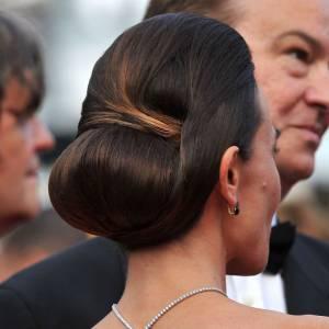 10 chignons de mariée glamour Une version très glossé, la matière est domptée, les courbes sont précises. Un chignon pour les princesses qui aiment la précision.