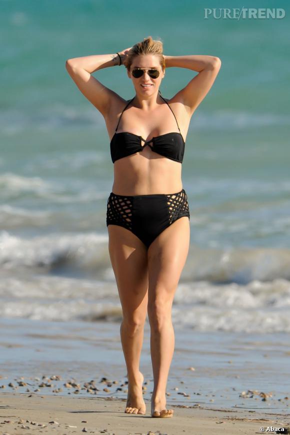Adelaïde, Australie :   Kei$ha préconise pour cette plage de rêve un maillot taille haute. Rien de mieux lorsque l'on mange une glace sue le sable fin d'anticiper les bourrelets.