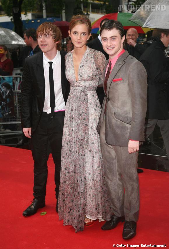 2009 :  cette fois ci Rupert craque pour le costume, tout comme son ami Daniel. Emma se glamourise en robe longue Ossie Clark vintage.