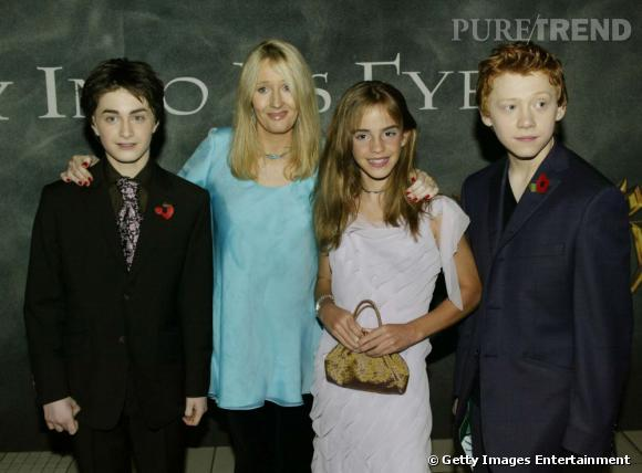 2002 :  Premiers costumes pour Daniel et Rupert qui misent sur l'élégance. De même pour Emma, plus audacieuse en robe moulante.