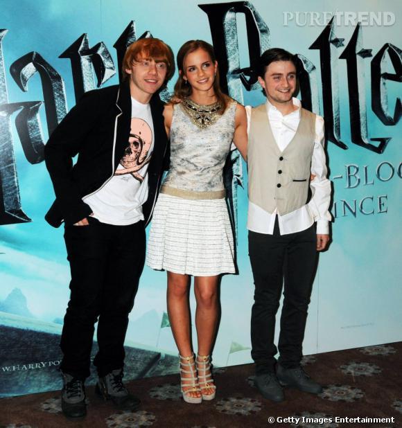 2009 :  du haut de leurs 19 ans, les trois acteurs s'imposent divinement lors des avant premières. Emma le teint hâlé choisit une robe blanche, tandis que Daniel préfère la veste de barman.