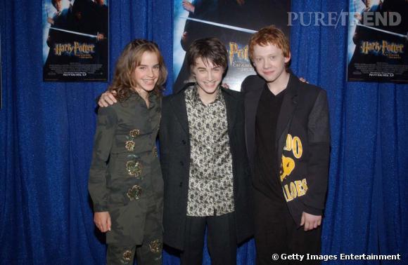 2002 :  petite catastrophe niveau look, même si on a du mal a en vouloir aux adolescents. Emma porte un ensemble imprimé, peu flatteur et les garçons sont un brin démodés.